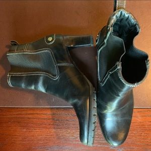 Cole Haan women's leather ankle bootie  Bk Sz 7.5